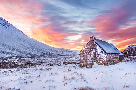 bothy_cairngorms_clouds_cold_cottage_daw