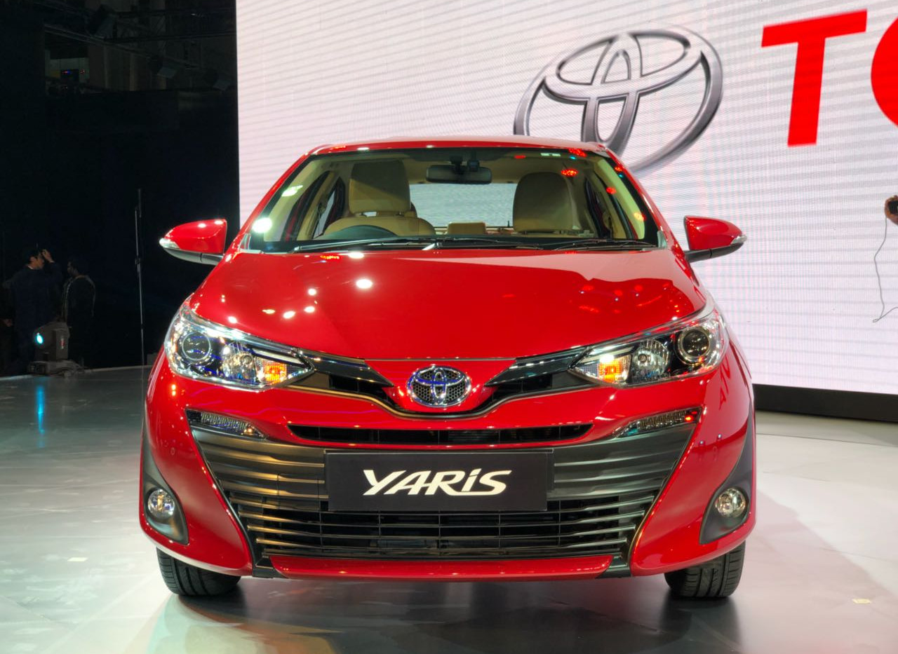 Toyota-Yaris-2019-toyota-phu-my-hung-1.j