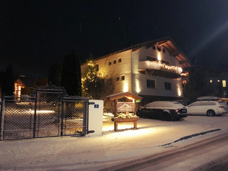 Dorfchalets im Winter
