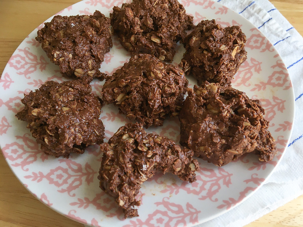 Oats, dark chocolate, cookies, dessert, low sugar, peanut butter, no-bake cookies, quick recipes, easy recipes, 5 ingredients, gluten free