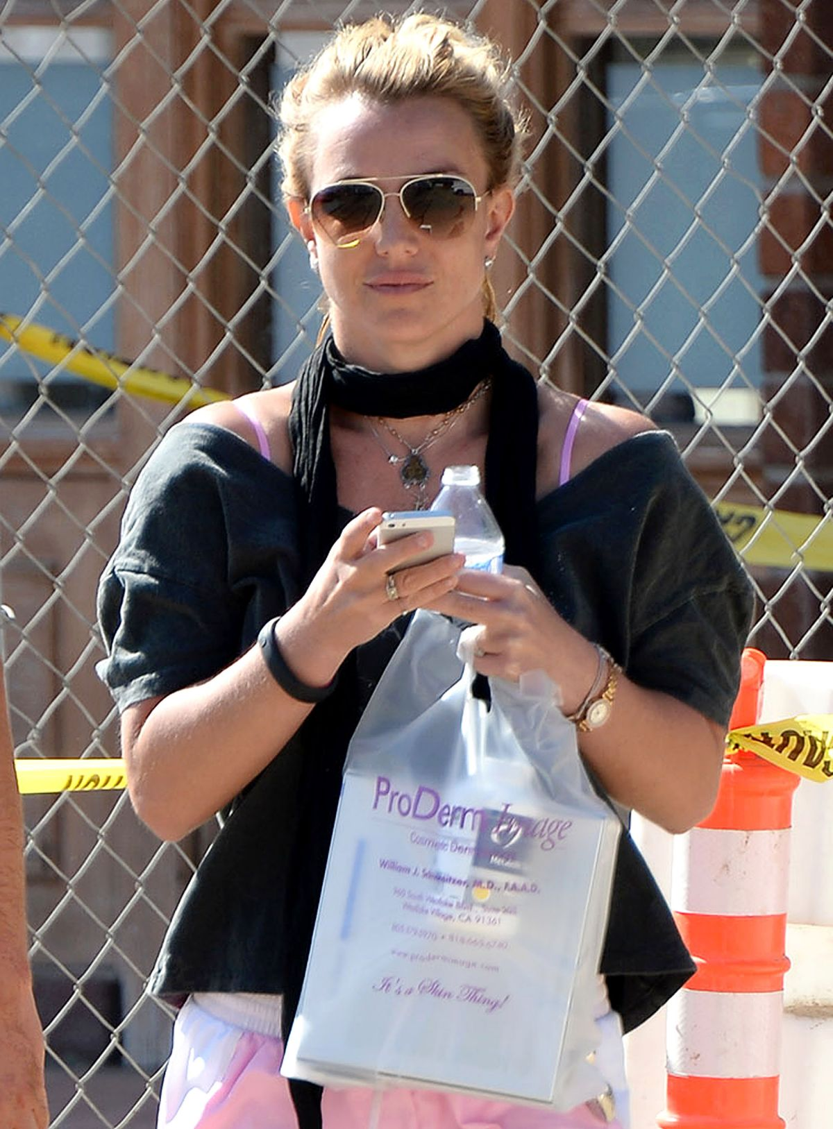 britney-spears-leaving-proderm-image-cosmetic-dermatology_1