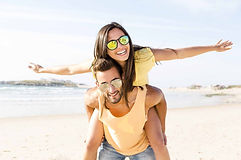 hero-explore-couples-travel-beach.jpg