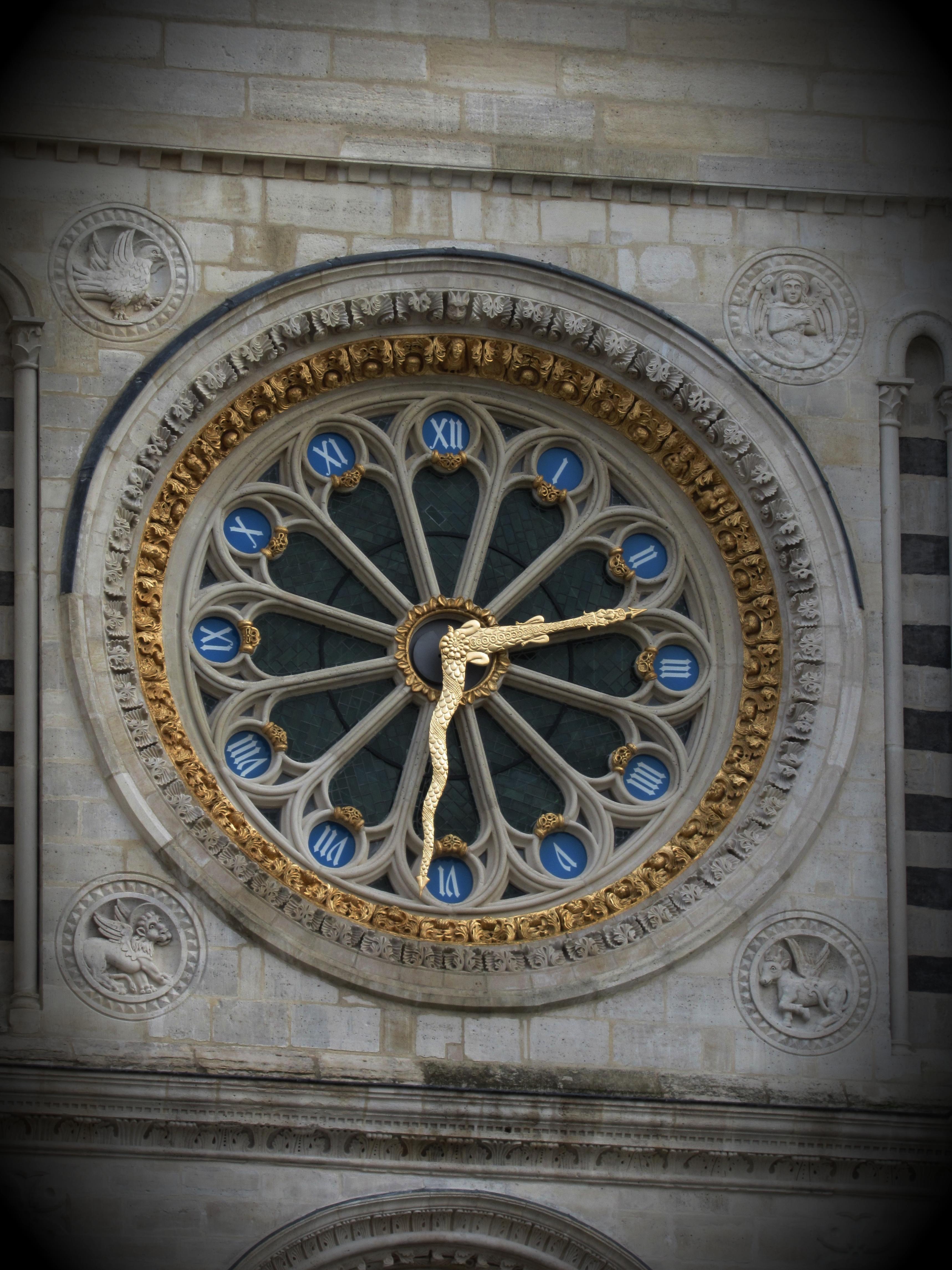 Relógio Basílica de Saint Denis, Paris.