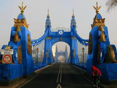 Barnes Residents Paint The Bridge Blue