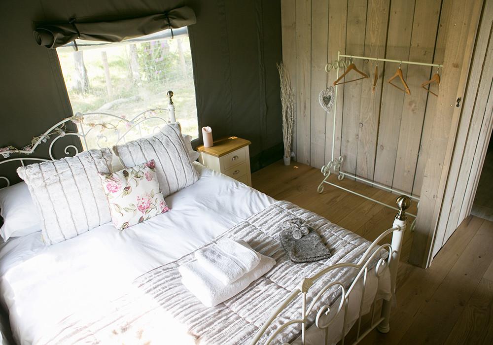 safari-tent-bedroom-3-1000.jpg