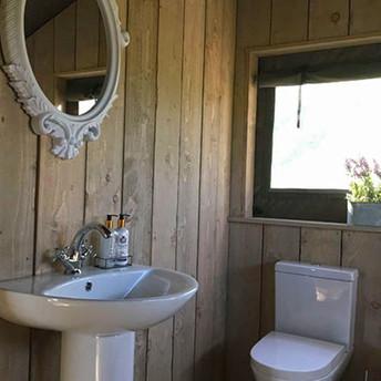 safari-tent-bathroom-mirror-500.jpg