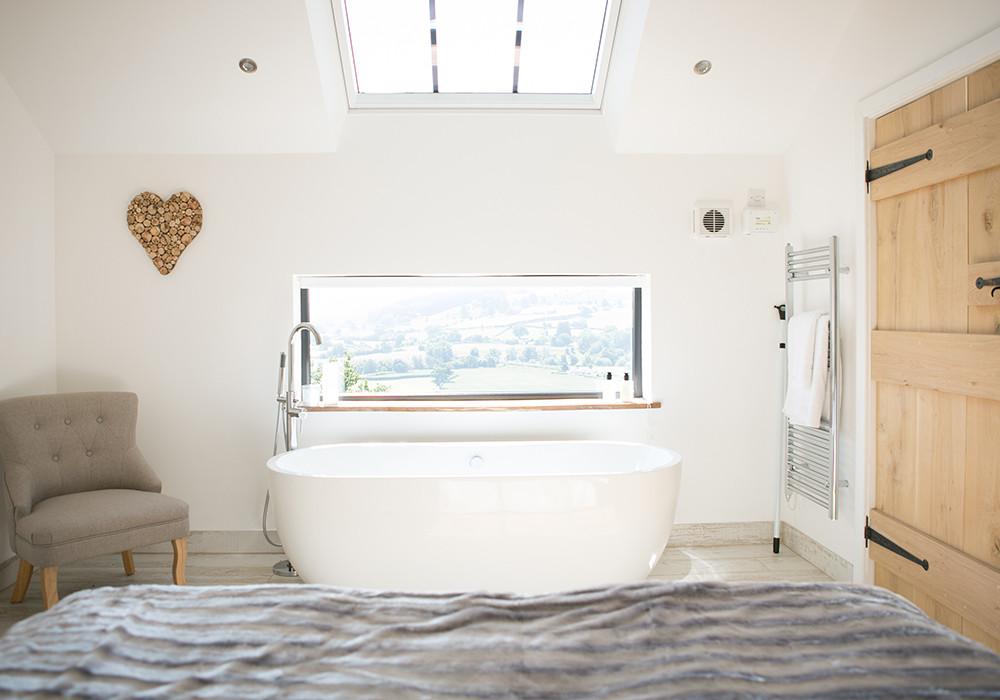 Luxury free-standing bath