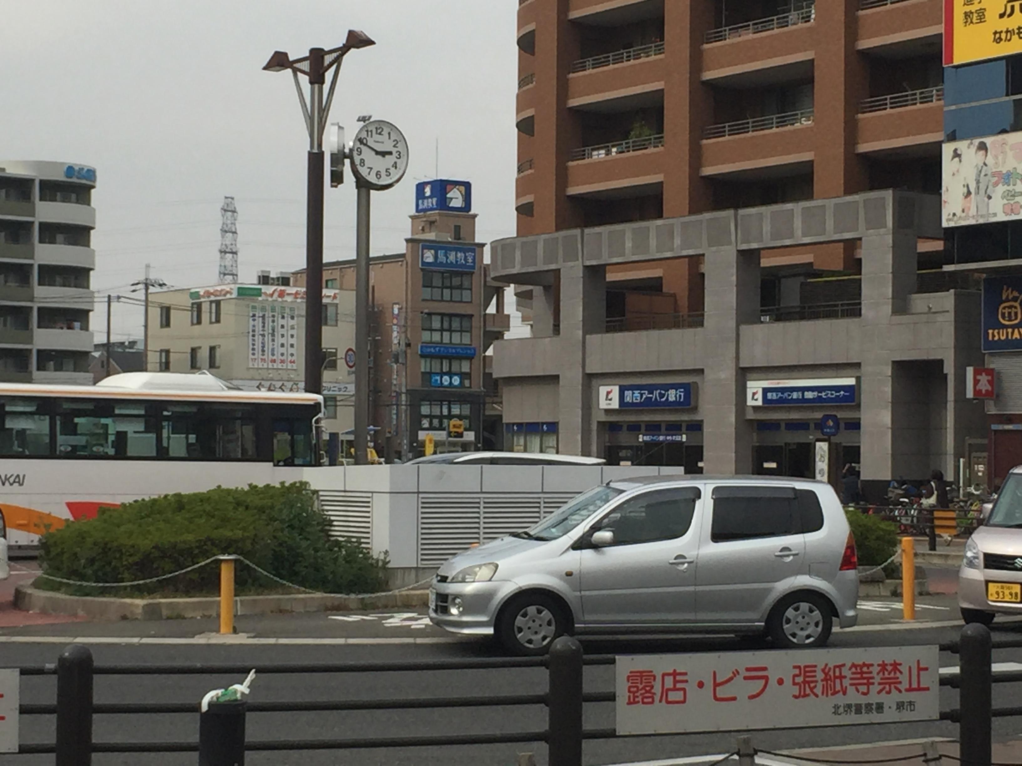 関西アーバン銀行の角を曲がります。