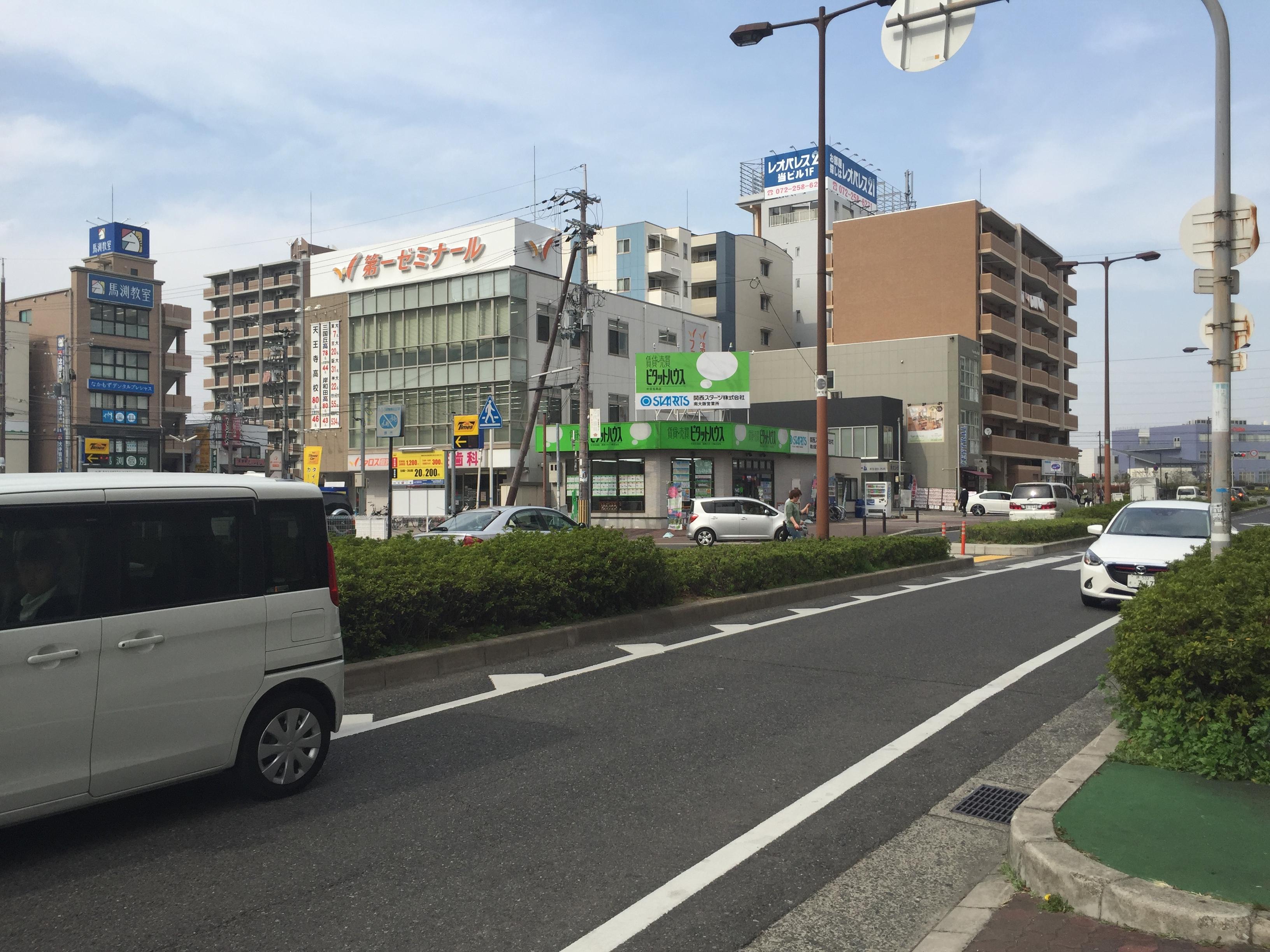 関西アーバン銀行の角を過ぎたところ