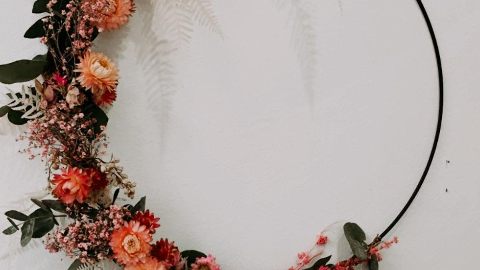 Fleurige krans met droogbloemen