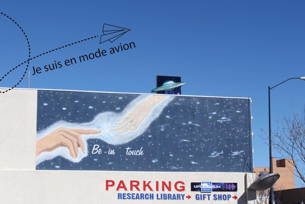 On se sent dans l'ambiance même sur le parking du UFO Museum