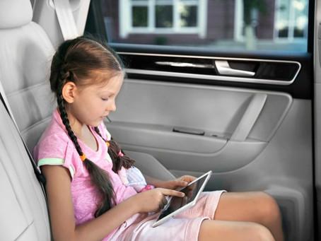 Faz mal ler dentro do carro?