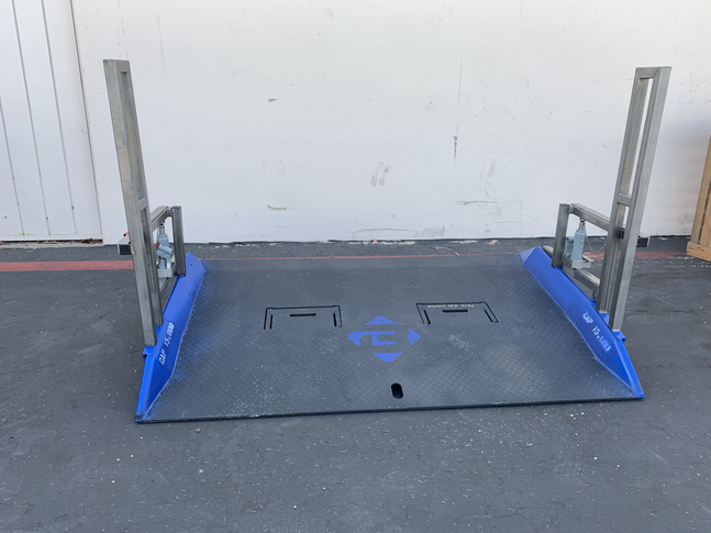 MOBILE SHIPPING CONTAINER RAMP