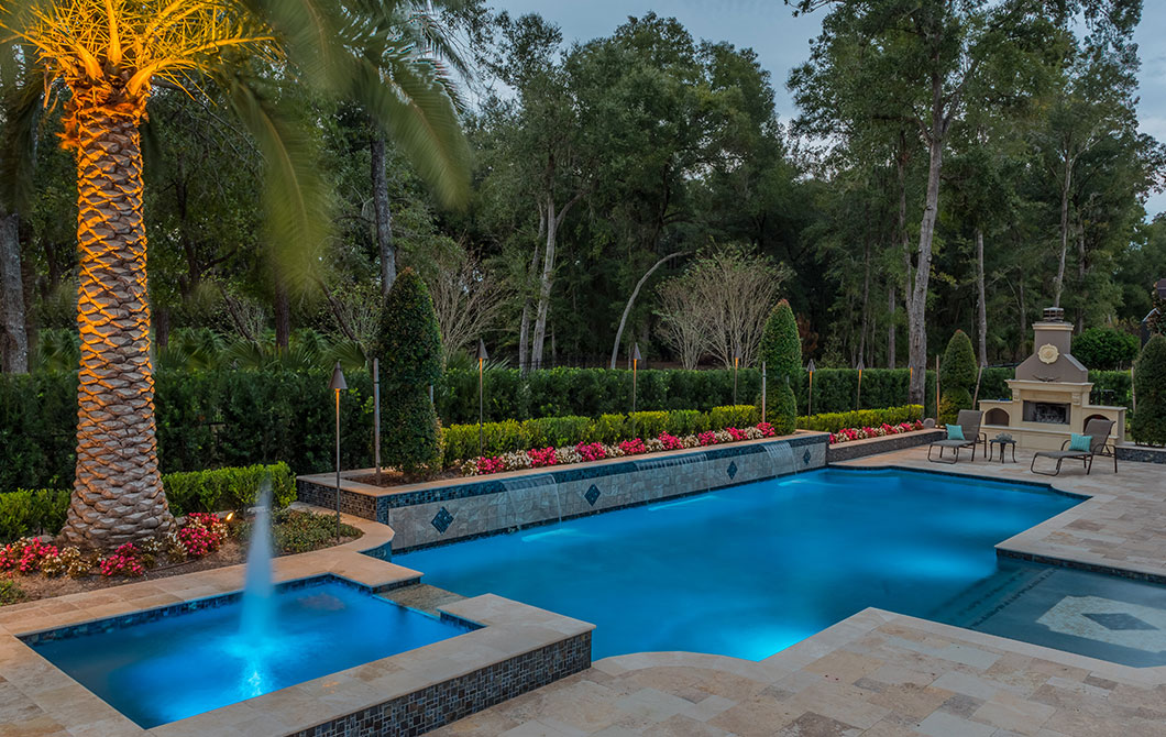 Pool-with-fountains-and-water-features-4
