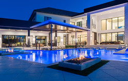 custom-pool-with-swim-up-bar-and-fire-features-11