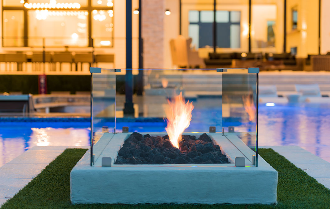 custom-pool-with-swim-up-bar-and-fire-features-7