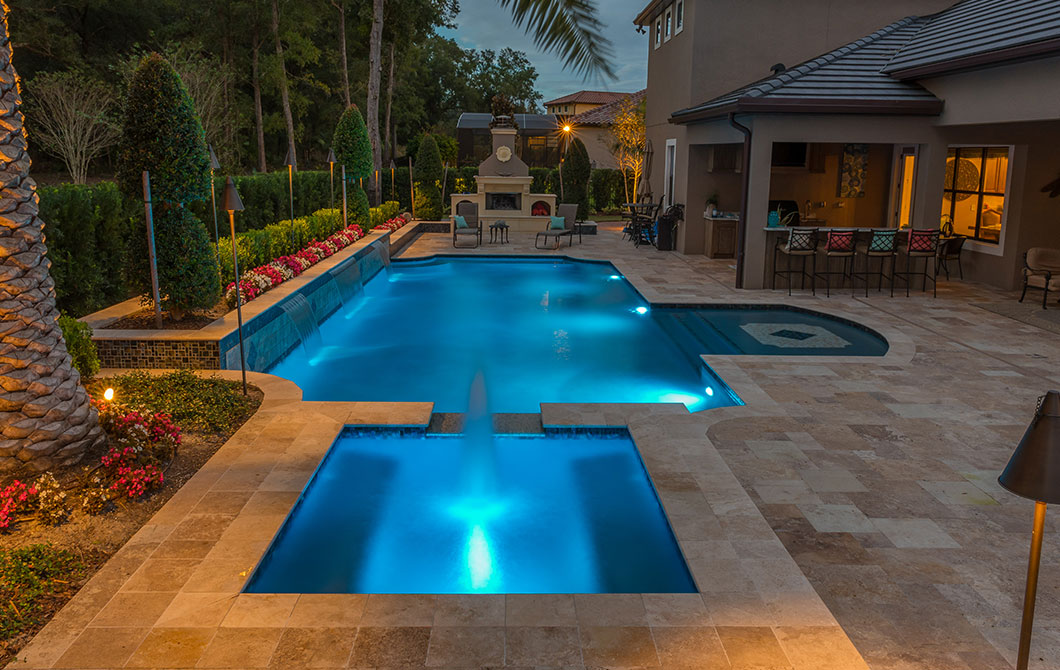Pool-with-fountains-and-water-features-5