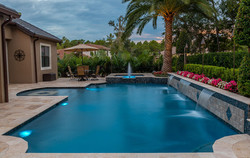 Pool-with-fountains-and-water-features-1