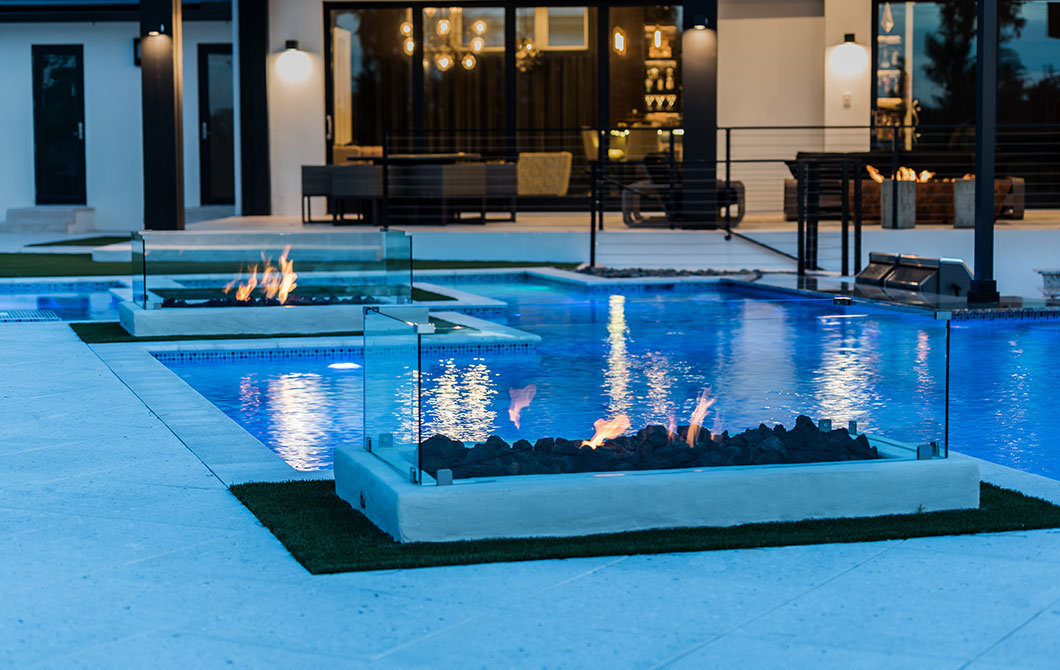 custom-pool-with-swim-up-bar-and-fire-features-5