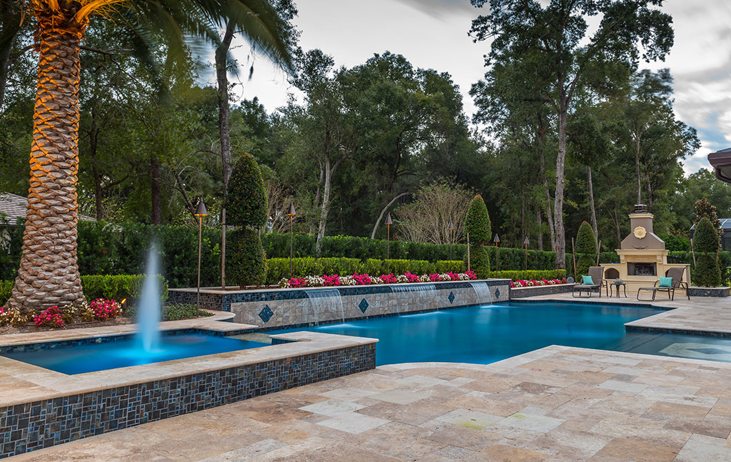 Pool-with-fountains-and-water-features-3