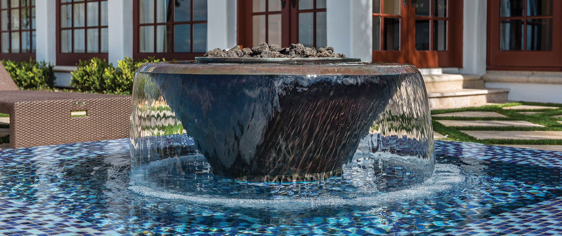 luxury-fountain-and-fire-feature-with-tile