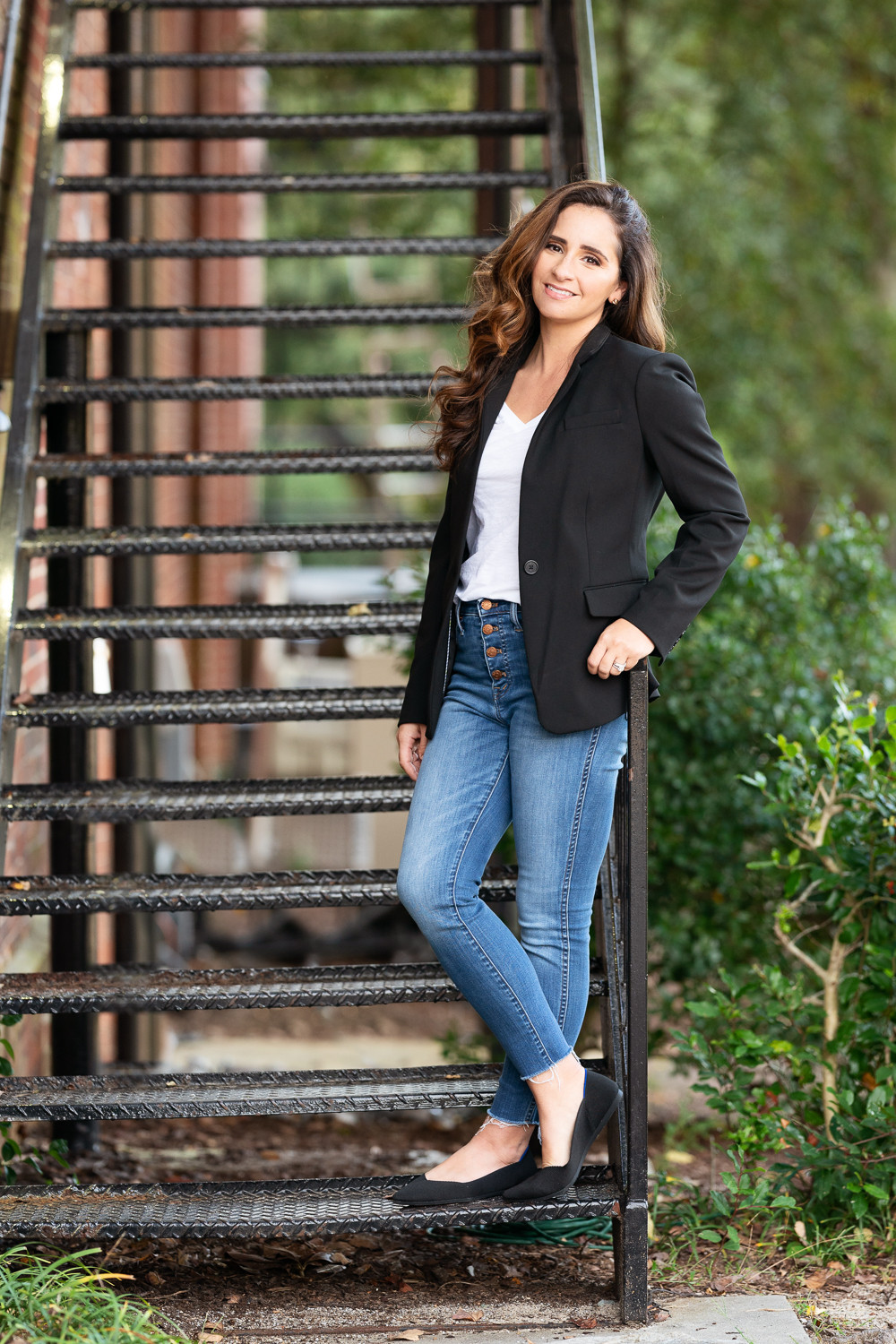 Southern Pines realtor headshot makana photography downtown leaning poses stairs