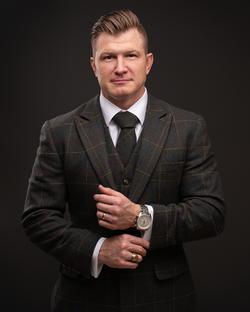 Aberdeen Southern Pines Headshot photographer studio man suit dark seamless