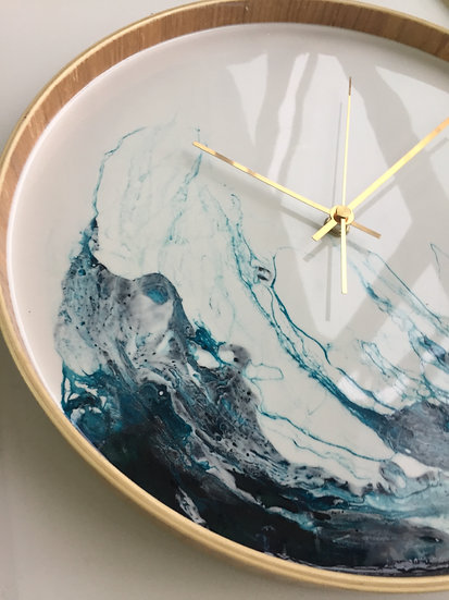Light wave resin tray clock (37.5cm)