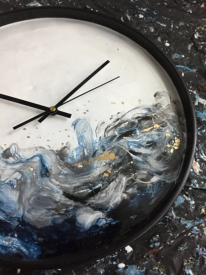 Dark wave resin tray clock (30cm)