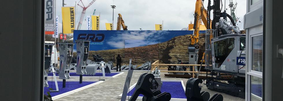 PVC-Banner auf Traversenkonstruktion, ca. 50 m x 5 m