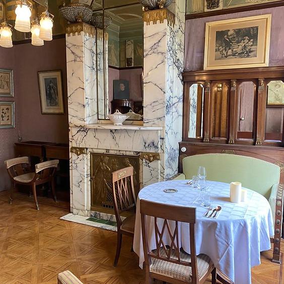 Table dans le Salon Empire