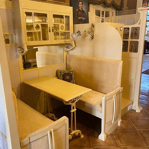 Table dans le Salon Mackintosh