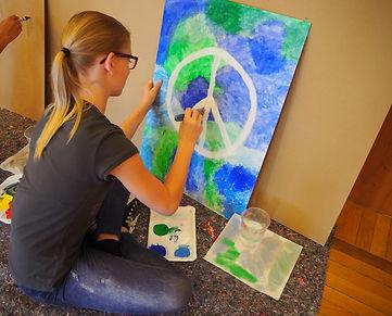 Kind malt Bild