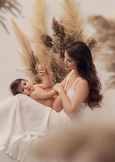 Motherhood Ritratto mamma figlio Donatel