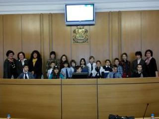 Ученици от 3. а клас на 105. СОУ откриха сесията на Столичния общински съвет