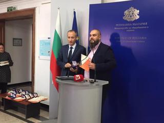 """137 СУ """"Ангел Кънчев"""" спечели две награди за активното си участие в Европейската седмица на програми"""