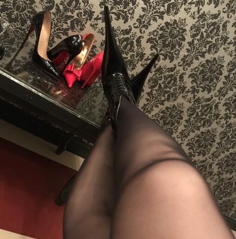 凶器的なヒール責め/Bizarre heels torture