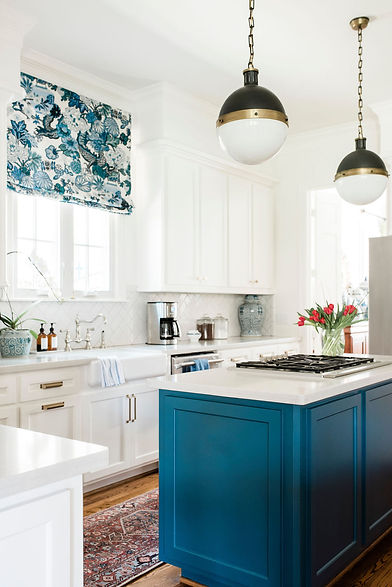 Modern traditional kitchen by Houston in