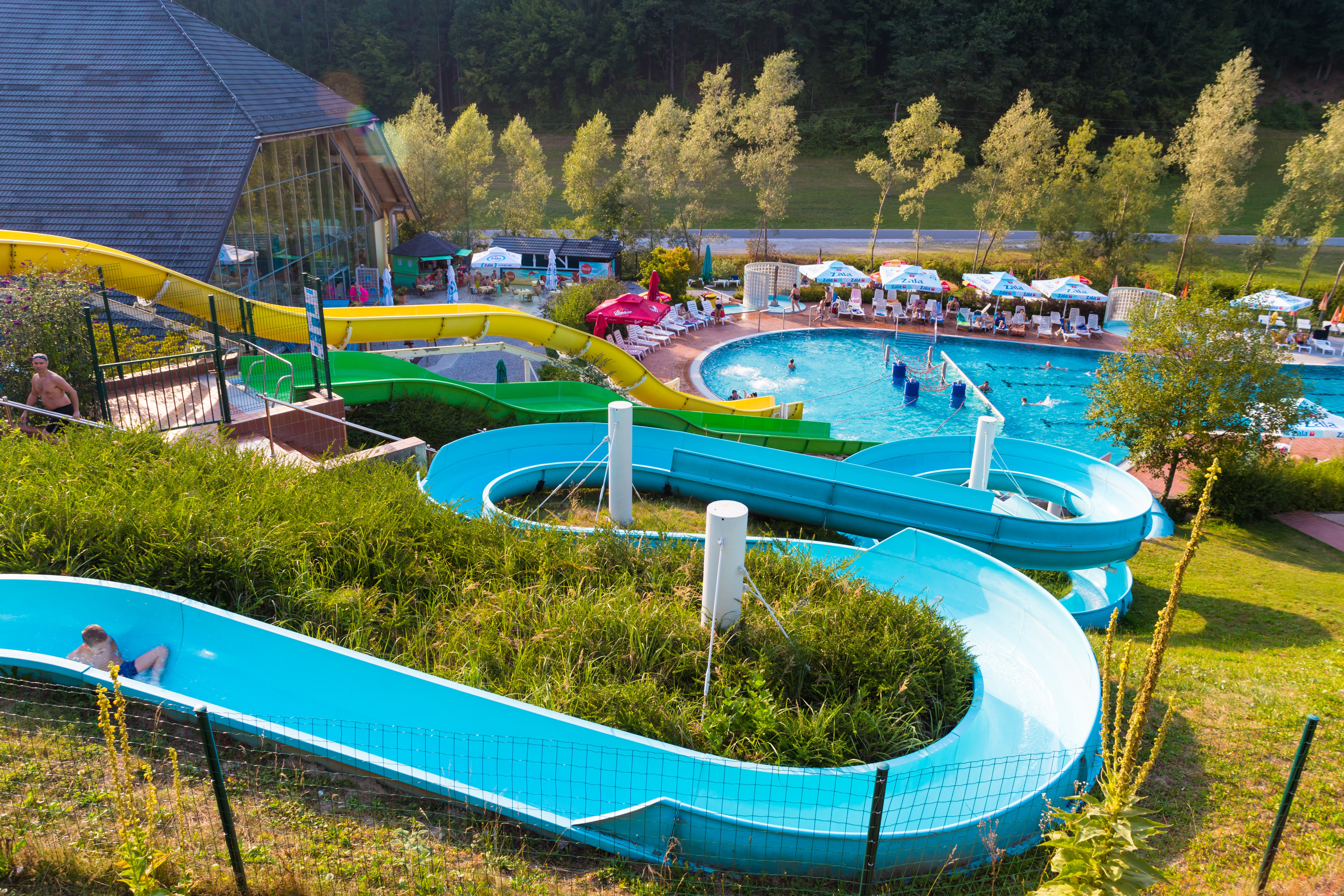 Outdoor swimming pool - slides 4