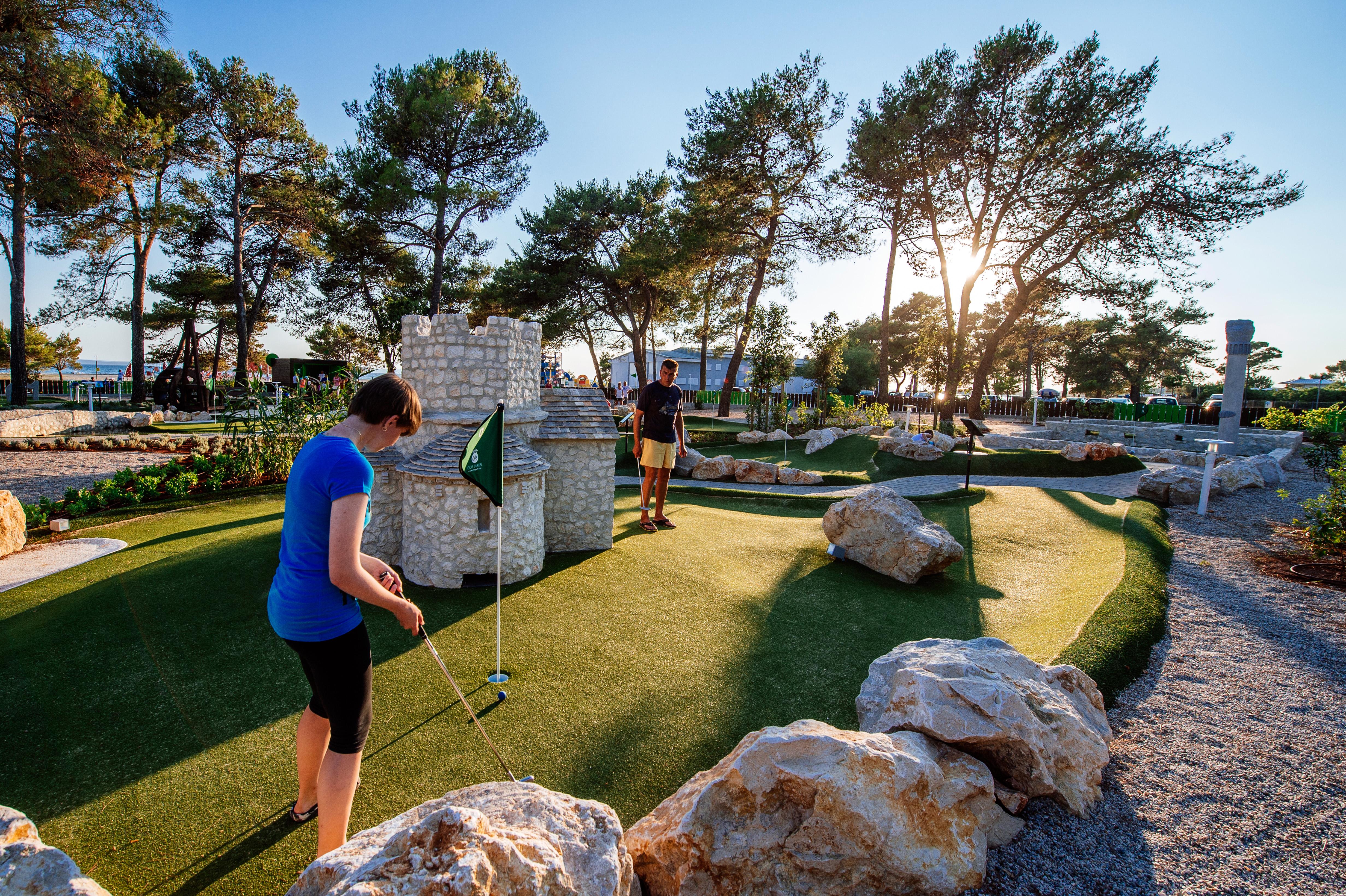 _035_Zaton_mini_golf_1