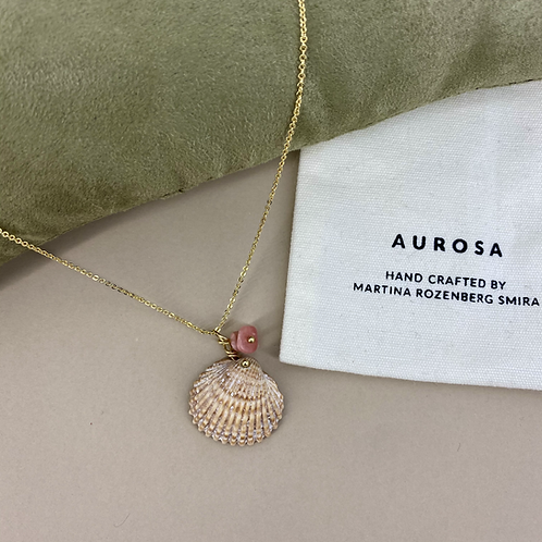Shell We necklace