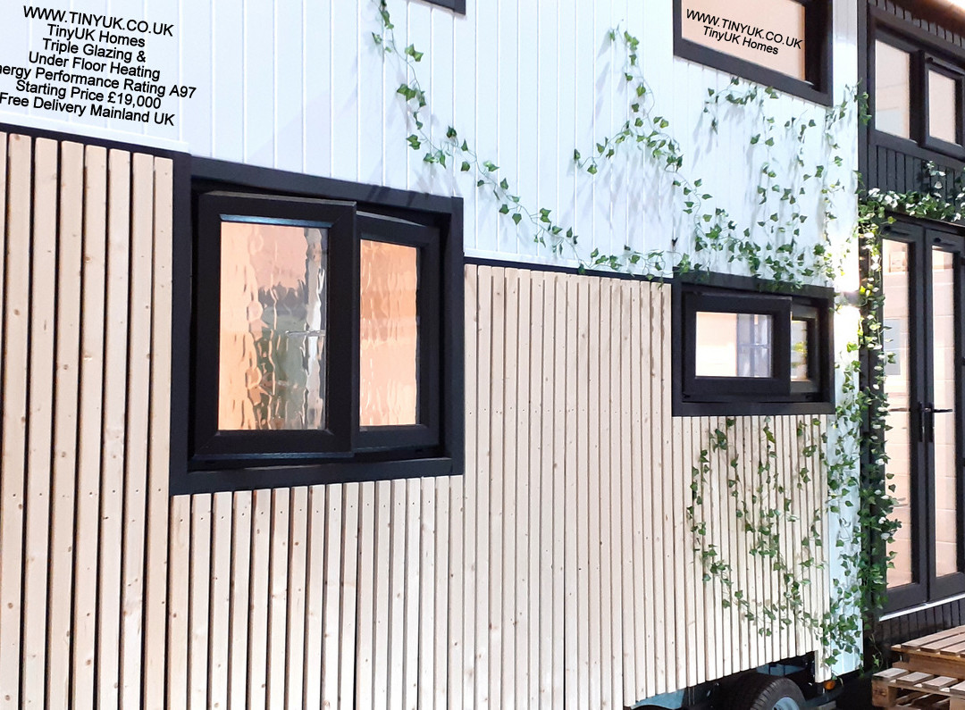 TinyUK Home Model: Moni Omega style 5 with Ivy