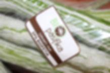 Pour être autorisé à apposer le logo « BIO pasifika » qui correspond à la NOAB sur ses produits, les pratiques de l'agriculteur sont contrôlées tous les ans par un organisme de contrôle qui vérifie le respect du cahier des charges.