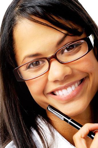 jeune fille polynésienne portant des lunettes de vue