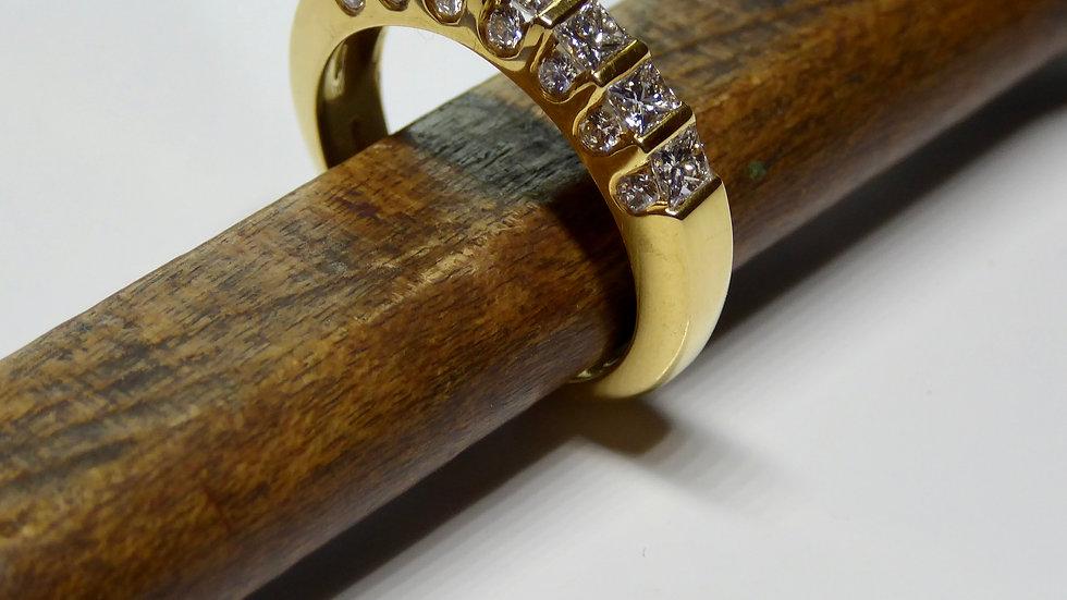 18 karaat geelgoud met princes geslepen diamanten