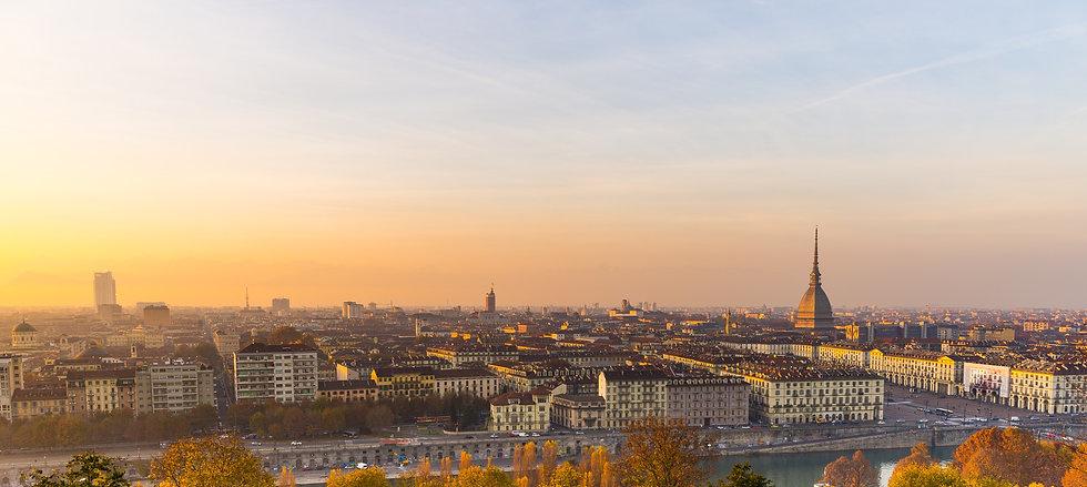 Città di Torino al tramonto luogo di vacanza