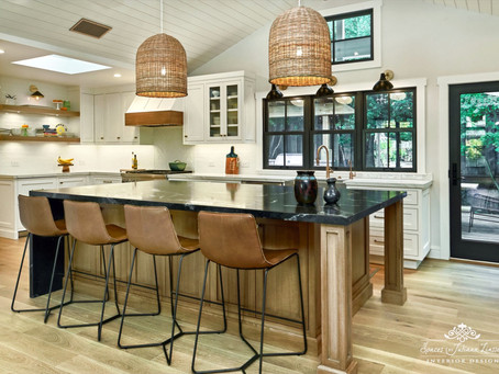 Project Spotlight: The Best of Both Worlds: An On-Trend and Traditional Kitchen