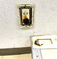コンセントが溶け焼けた。札幌市中央区でコンセント交換工事。