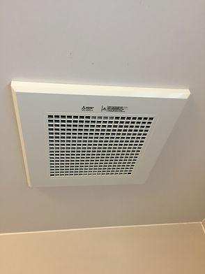 札幌で一般のお客様を専門にユニットバス・浴室に設置している換気扇修理や機種交換工事、集中換気扇設備の取替・トイレと連動する換気扇や24時間換気設備・天井埋込型換気扇など、一般住宅やマンションでの交換や修理、取付工事を完全自社施工・有資格者が施工します。