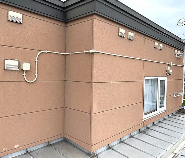 エアコン専用電源工事外部露出配管